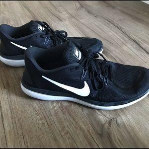Men's Size 11 Nike Flex 2017 Run Black and White